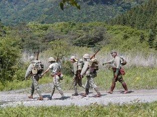 インパールを目指し、前進する日本兵 しかし、戦闘時 BB弾を撃てず、バ... インパール作戦